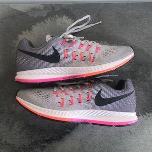 Women's Nike Zoom Pegasus Size 9